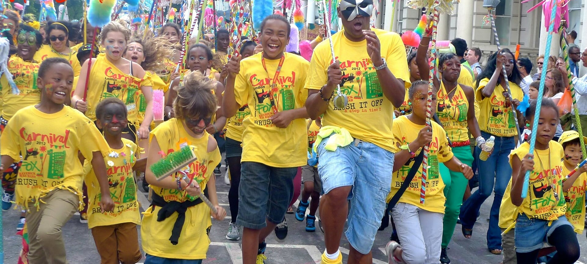 Sunday is the day of the children's parade. The parade starts at 9am and marks the beginning of the carnival parades. It is perfect for all those who want to enjoy the street party in a less busy environment. Sunday is also the day when the costume prizes are awarded.